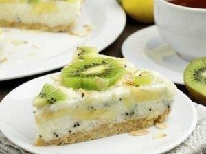 низкокалорийный-йогуртовый-торт-с-бананами-и-киви