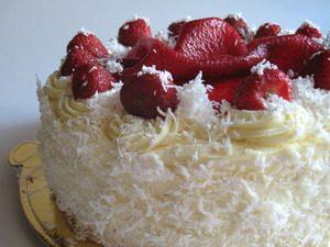 Безейный тортик с клубникой