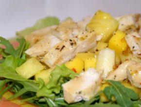 Фруктовый салат с куриным мясом