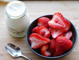 iogurt-s-klubnikoyi