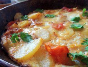 Жареный картофель с помидорами