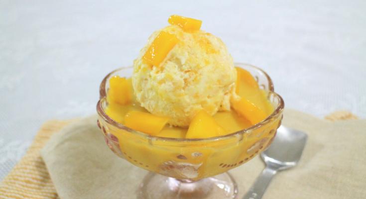 Маринованное манго с кокосовым мороженым