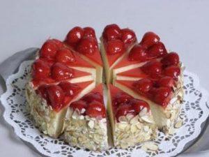 klubnichnyy-tort-s-syrom