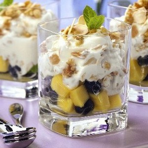 120130134334-130805211221-p-o-letnij-fruktovij-salat-s-jogurtom