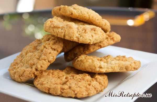 Диетическое овсяное печенье с медом и корицей