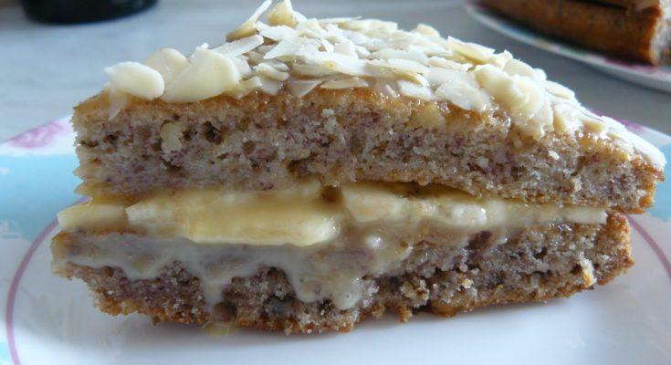 Банановый торт с грецкими орехами