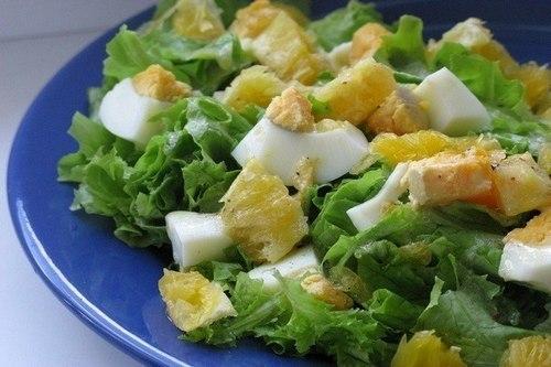 Легкий зеленый салат с апельсином