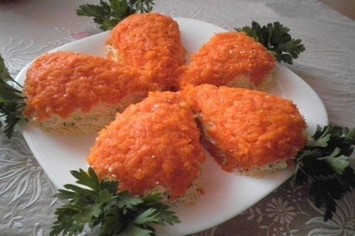 salat-morkovki-s-kuricej-i-gribami