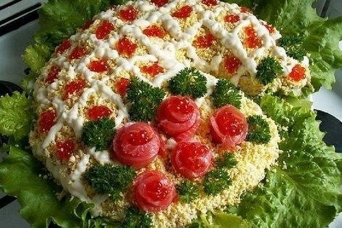 Салат «Рог изобилия» с красной рыбой
