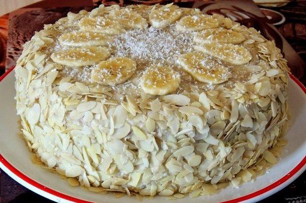 Банановый торт с миндалем и кокосом
