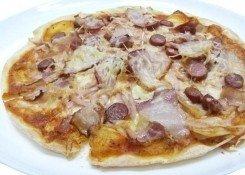 Пицца Мясной пир с беконом и охотничьими колбасками