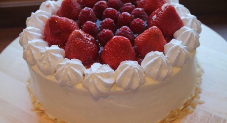 Ягодный торт со сливочно-сырным кремом