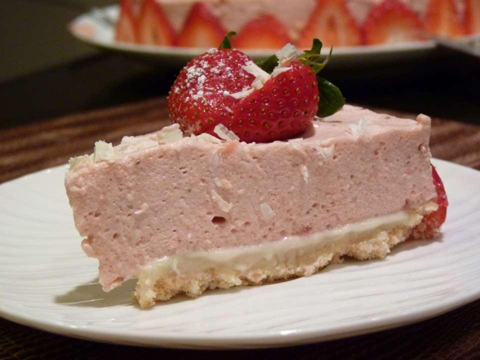 Муссовый торт из клубники и белого шоколада