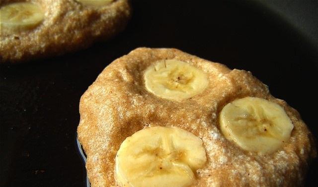 Воздушные гречневые оладьи с бананами