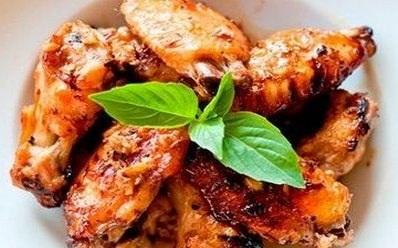 Куриные крылышки, запеченные в томатном соусе