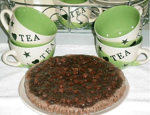 Шоколадный пирог с земляникой