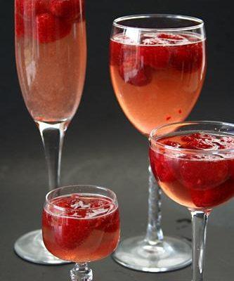 Ягодное желе с шампанским