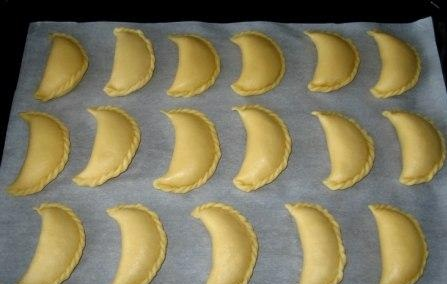 Сочники с творогом и бананом из песочного теста