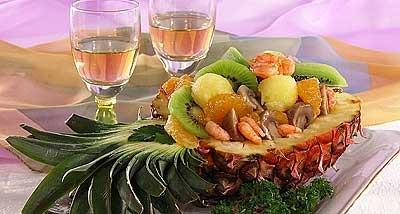 Салат из тропических фруктов с ананасовыми чипсами – «Гаити»