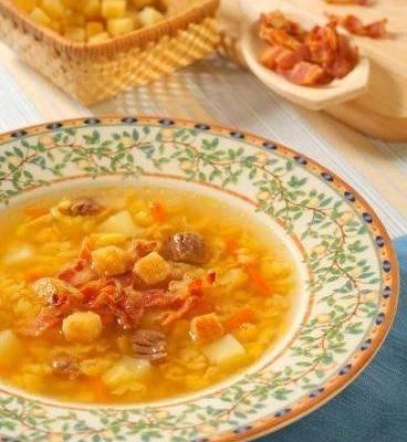 Гороховый суп с беконом и гренками
