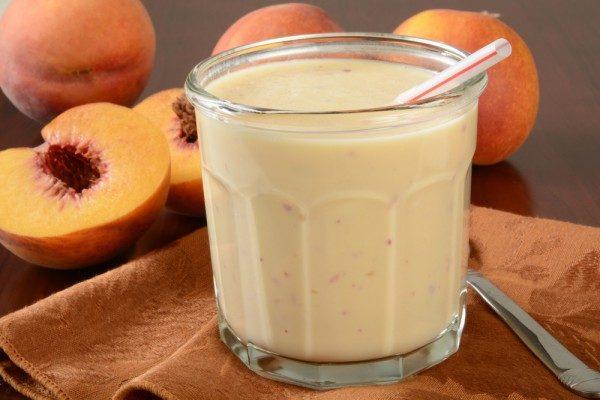 Смузи с персиками и мороженым
