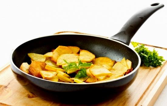 Для мастериц и новичков: как жарить картошку на сковороде. Бабушки подскажут, как жарить картошку с корочкой на сковороде