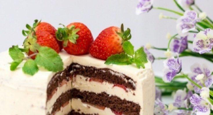 Клубничный торт со сливками