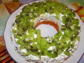 Салат «Нефритовый браслет» с копченым сыром