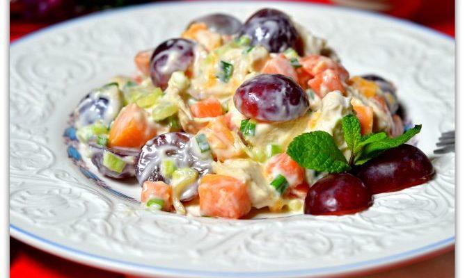Салат из манго, винограда и дыни