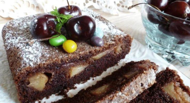 Шоколадный манник с карамелизованными яблоками