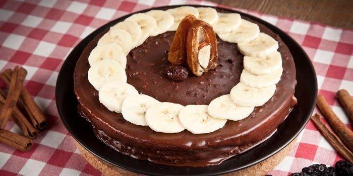 Чем украсить банановый торт