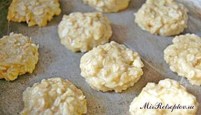 Овсяное печенье с кокосовой стружкой в белом шоколаде