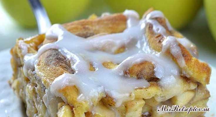 Карамельный яблочный пирог с корицей
