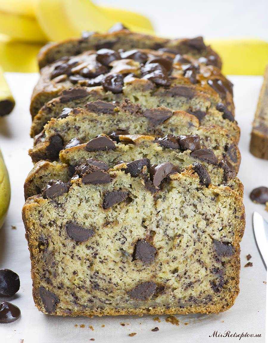 Банановый хлеб с шоколадной стружкой