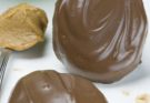 Домашние шоколадные яйца с арахисовым маслом
